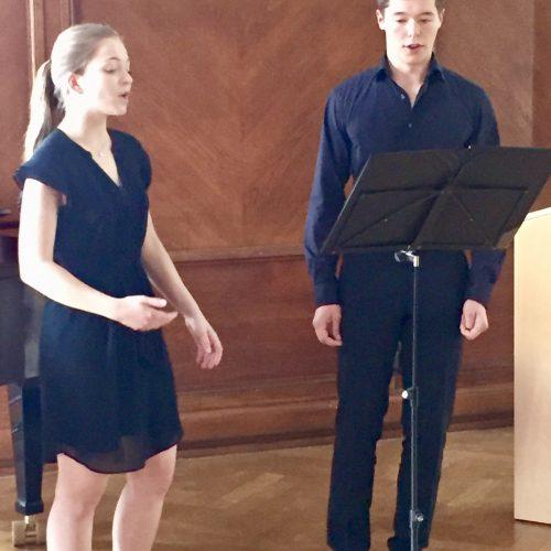 Katharina Ullrich und Ruben Oesterle sangen bei der Verleihung des europäischen Schülerpreises im Rathaus Baden-Baden